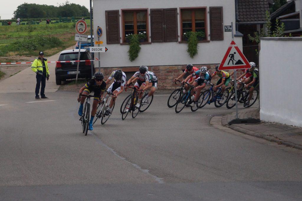 Lennart geht als Zweiter in die letzte Kurve